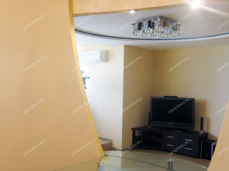 трёхкомнатная квартира на улице Александра Хохлова дом 1